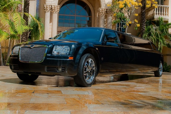Chrysler 300 limo service Hoover